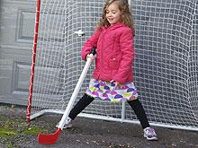 girl-hockey3_220w